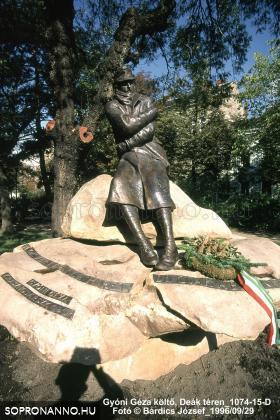 Gyóni Géza szobra