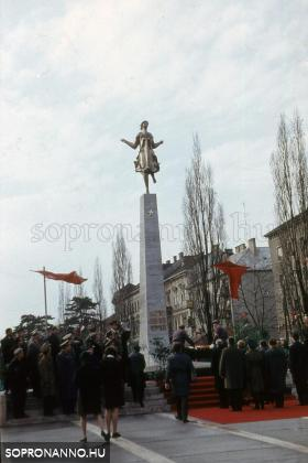 A Felszabadulási emlékmű avatása 1970-ben