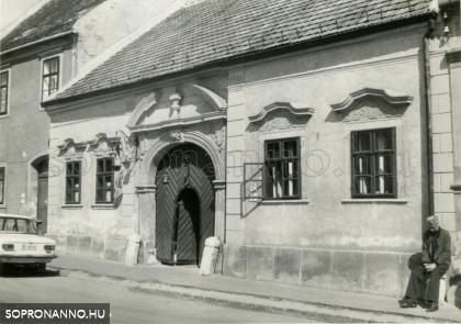 A Fövényverem 15. abban az időben, amikor a Halászcsárda működött az épületben