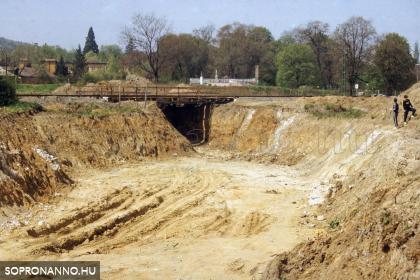 A Frankenburg úti vasúti aluljáró építése
