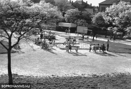 A Gödör játszótér az 1970-es évek elején