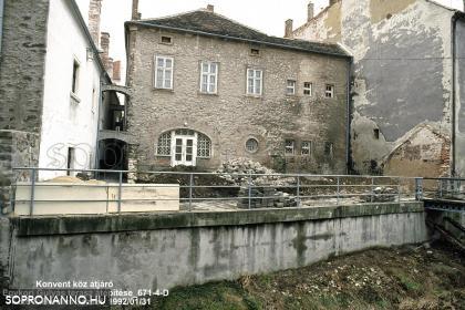 A Gulyás csárda teraszának bontása