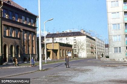 A Gyóni Géza utca a Deák tér felől