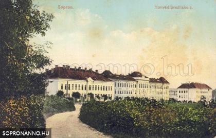 A Honvédfőreál épülete - ma egyetem