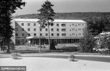 A Hotel Fenyves 1974-ben