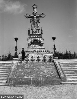 A Kálvária-kereszt a Szent Mihály-temetőben