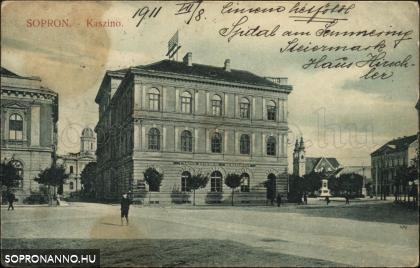 A Kaszinó a Petőfi tér felől