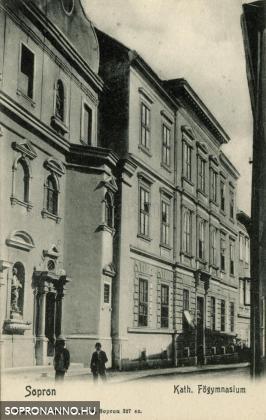 A Katholikus Főgymnasium a Szent György utcában