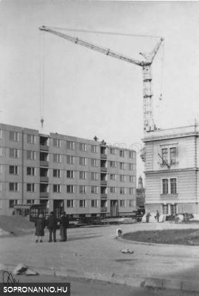 Építkezés a Deák tér végén