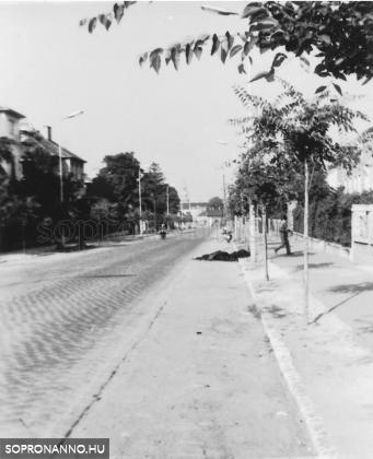 A Kossuth Lajos utca 1970 körül