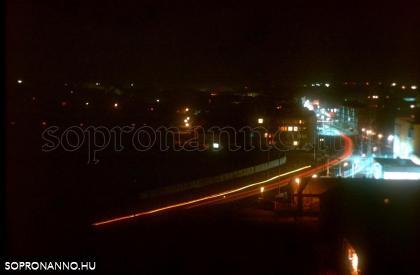 A Lackner Kristóf utca éjjel