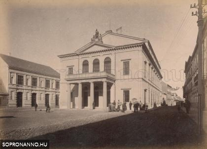 Az 1841-ben átadott színház 1890 körül
