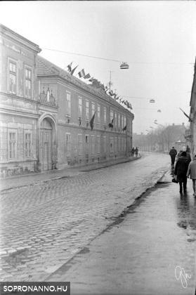 A Magyar utca 1970-ben a Kőfaragó tér irányába