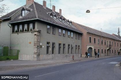 A Magyar utca 24-es számú ház az 1980-as években
