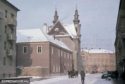 A Mátyás király utca télvíz idején