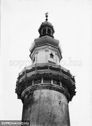 A részben elkészült torony