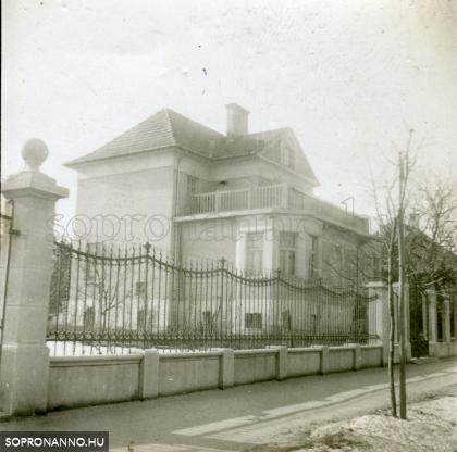 A Mikoviny u. 46. számú ház az 1930-as években