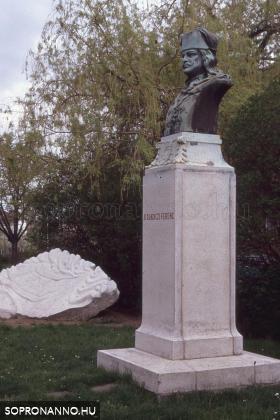 II. Rákóczi Ferenc szobra a Batthyány téren