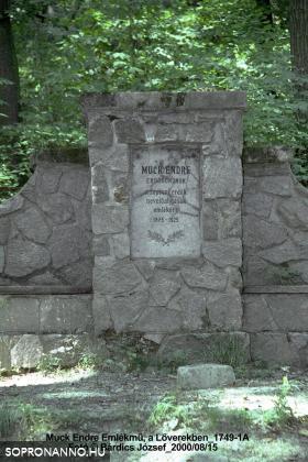 A Muck-pihenő emléktáblája