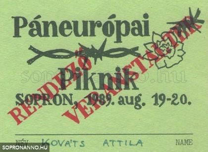 A Páneurópai Piknik szervezői kitűzője