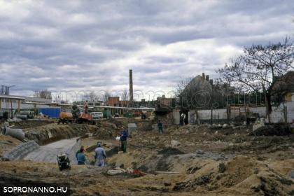 A Rák-patak új medrének kialakítása a Csengery utcában