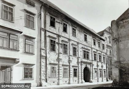 A romos Káptalanház