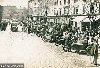 A SAE felvonulása 1929-ben a Várkerületen