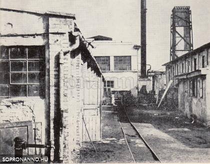 A gyár udvara a háború után