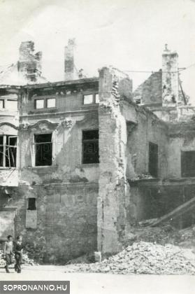 A lebombázott Gyóni-ház