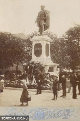 A Széchenyi-szobor avatása után