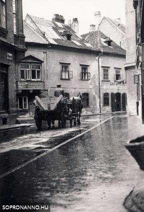 A Szent György utca és az Új utca 1937-ben