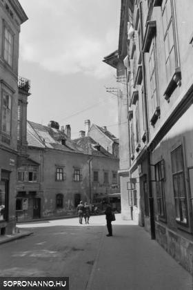 Az Új utca és a Szent György utca találkozása