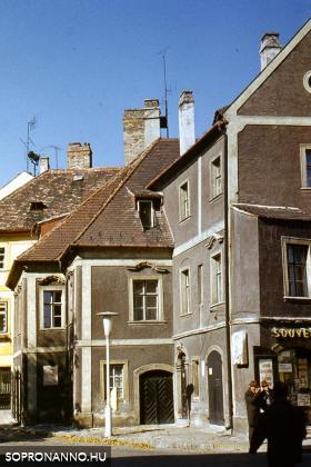 A Szinay-ház a Várkerület felől