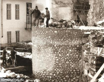 A várfal helyreállítása