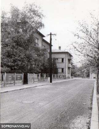 Az Udvarnoki utca, a kép hátterében az Udvarnoki utca 2.