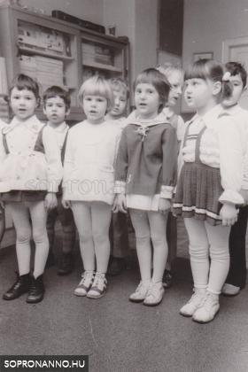 Ovisok 1974-ban vagy 1975-ben