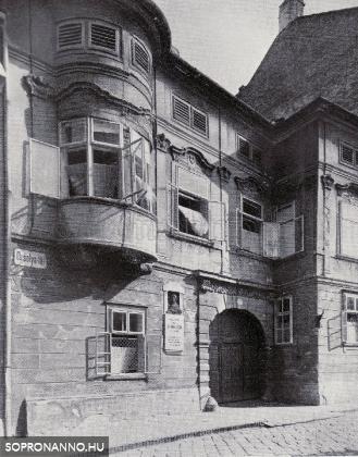 Orsolya tér 1.