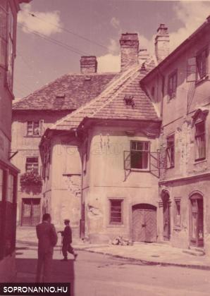Az Előkapu az 1950-es évek elején