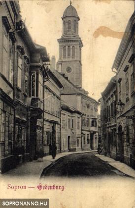 A Templom utca az evangélikus templom tornyával