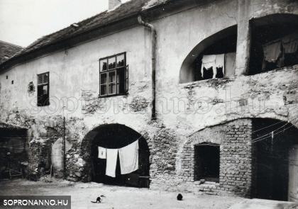 Az Ógabona tér 28-as számú ház egykor