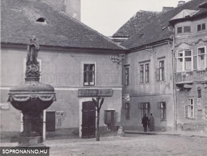Az Orsolya tér  1937-ben