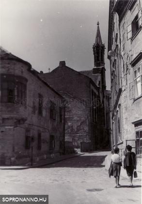 Az Orsolya tér a Szent György utca felől  1962-ben