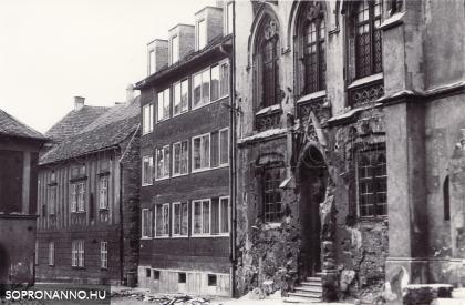 Az Orsolya tér egy részlete 1970-ben