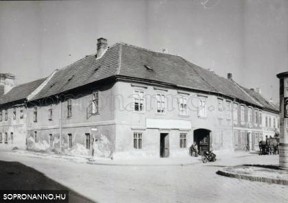 Az Ötvös utca 14-es számú ház az 1950-es években