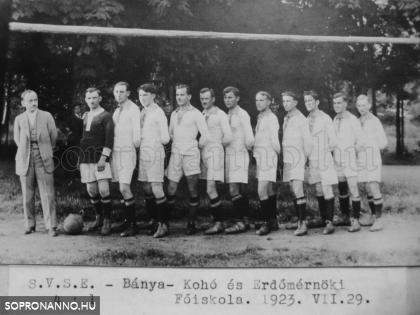 Csoportkép az SVSE labdarugóiról