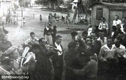 Ünneplők Bánfalván 1958-ban