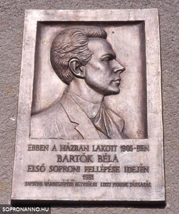 Bartók Béla emléktáblája a Pócsi u. 1-3. számú házon
