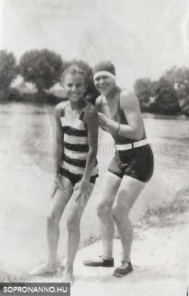 Magda és nagynénje, Maca néni 1927-ben
