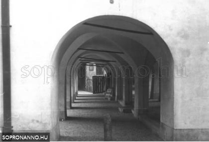 A Lábasház  az 1980-as években