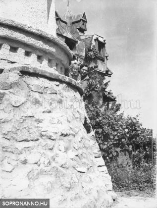 Családi fotó a Bagolyvárban